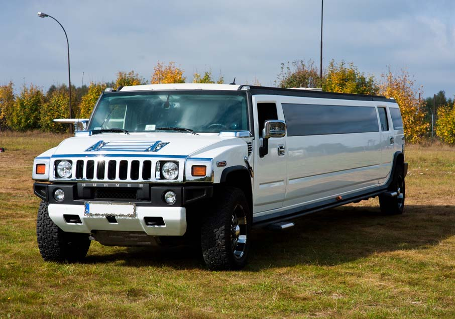 White Hummer limouisne Gdansk Airport
